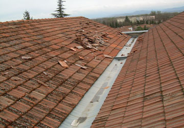 fuite toiture gallery of fuite de toiture mrule dans un plancher with fuite toiture. Black Bedroom Furniture Sets. Home Design Ideas